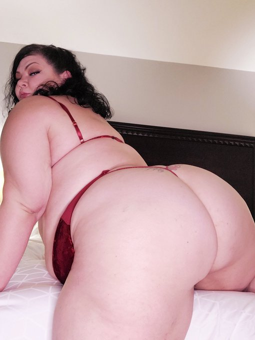 I'm horny as fuck. Will u creampie this ass? https://t.co/maixecvXqd https://t.co/9lT4fHRu0i