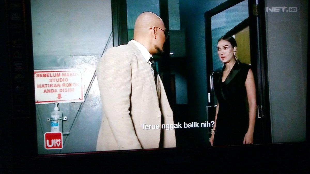 Wow drama @LunaMaya26 vs @corbuzier di #indonesiasnexttopmodel @netmediatama agak memalukan  walkout dari acara😂 kurang pas orang psikolog dijadiin juri Model yg dinilai beda sama juri2 lain @PatriciaGouw Panca. Usul Deddy ganti dgn juri tamu beda2 tiap episodenya sesuai tema
