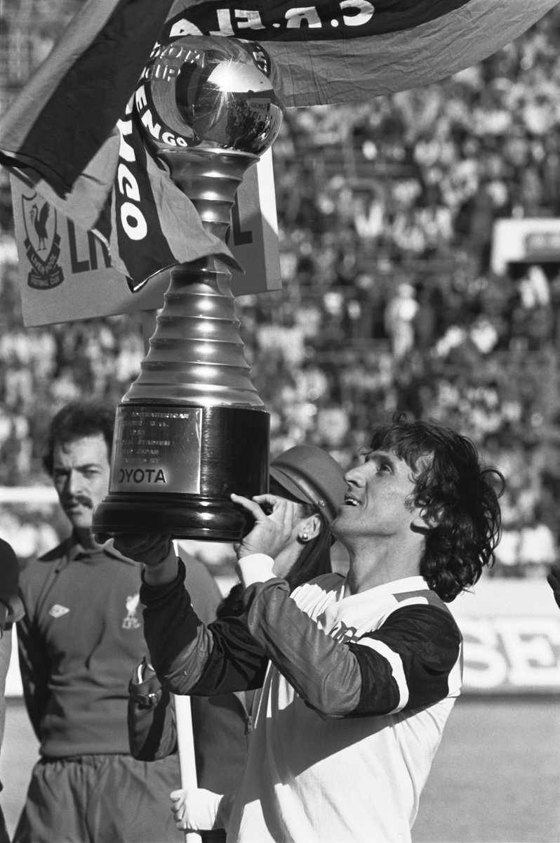 "🗣️ ""Maradona was up there, but Zico was sensational. I vowed I'd stop him, but I couldn't even get near enough to foul him,"" said the great Graeme Souness  🔙 #OnThisDay in 1981 Zico was extraordinary as @Flamengo stunned Liverpool 3-0 to become world champions ❤️🖤"