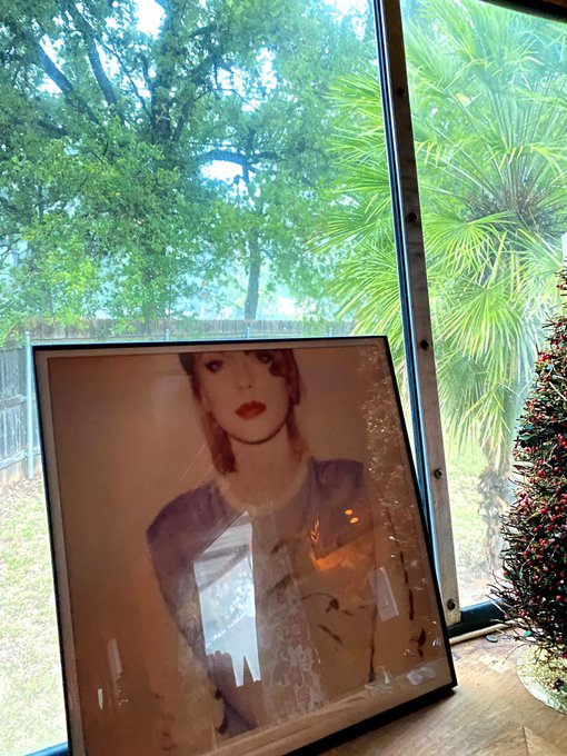Happy birthday to Taylor Swift, a light in 2020.