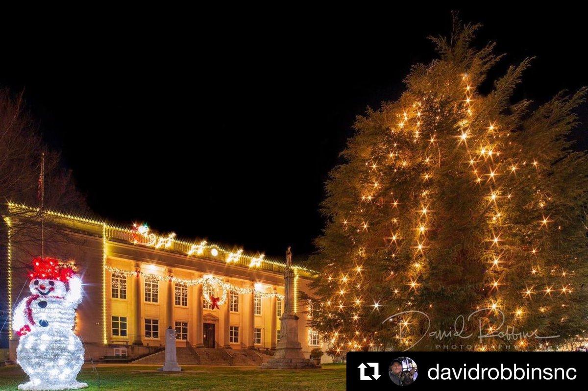 A beautiful reminder of the peace & grace of the Christmas Season 🎄.  📸 Credit @davidrobbinsnc