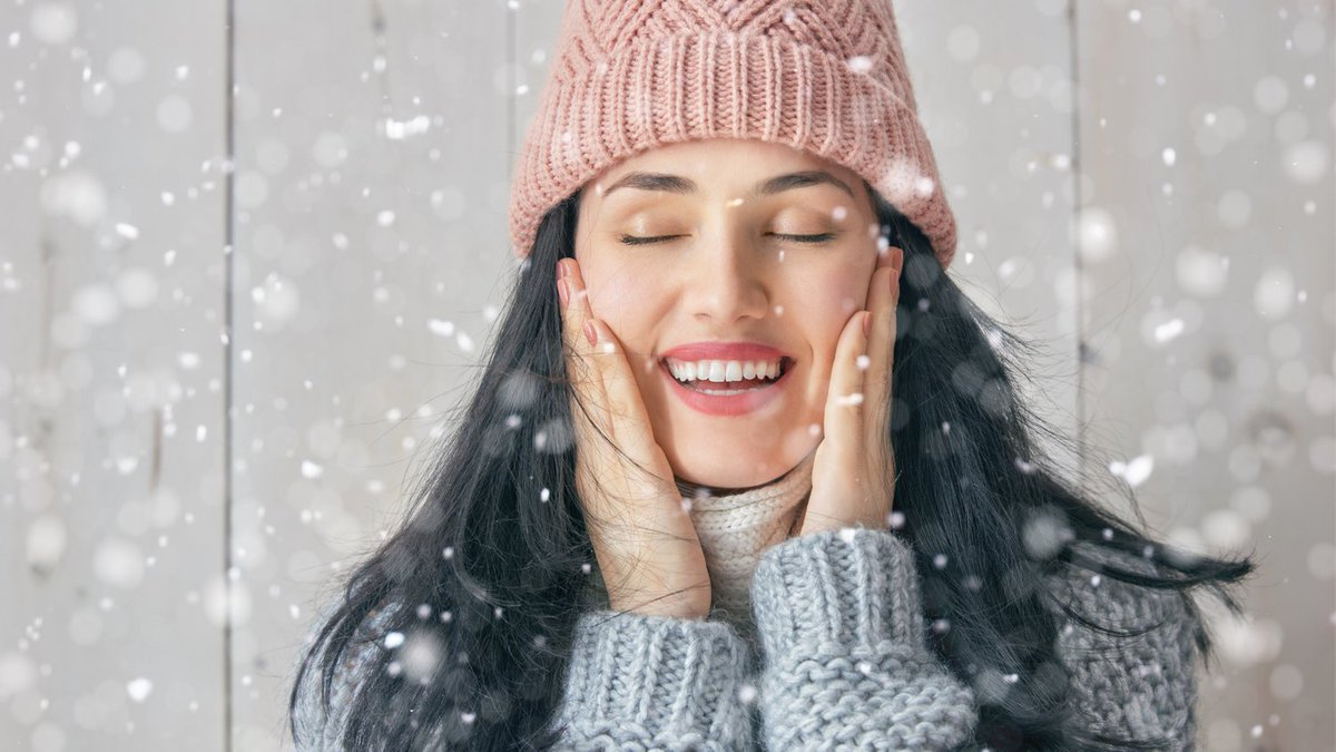 Cold weather is hard on the skin. How to take care of skin in winter? '6 Winter Skin Care Tips From Dermatologists'  #healthyliving #fab #FabulousLives #beautyfromwithin #aging #skincare #hairskinandnails