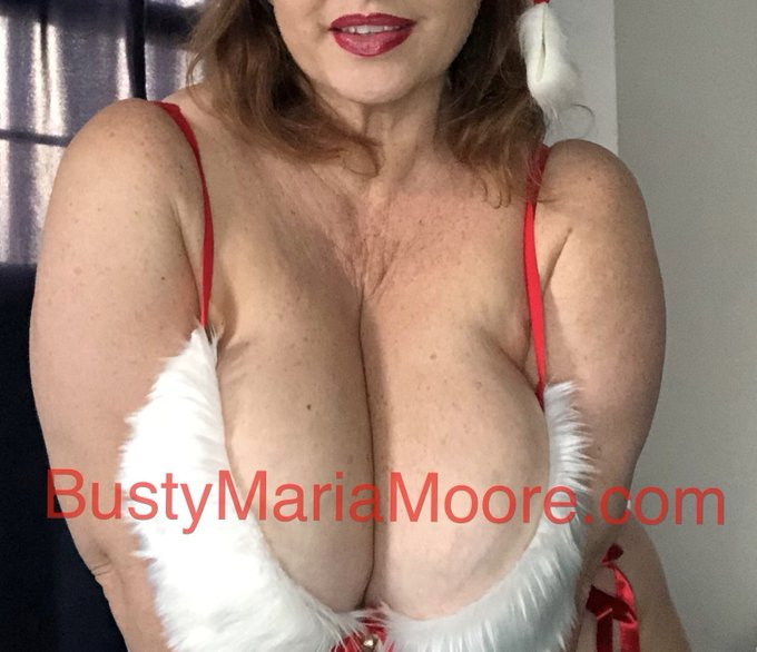 The greatest milf of all .... Mrs Claus that is.... https://t.co/bUCVuCgafU