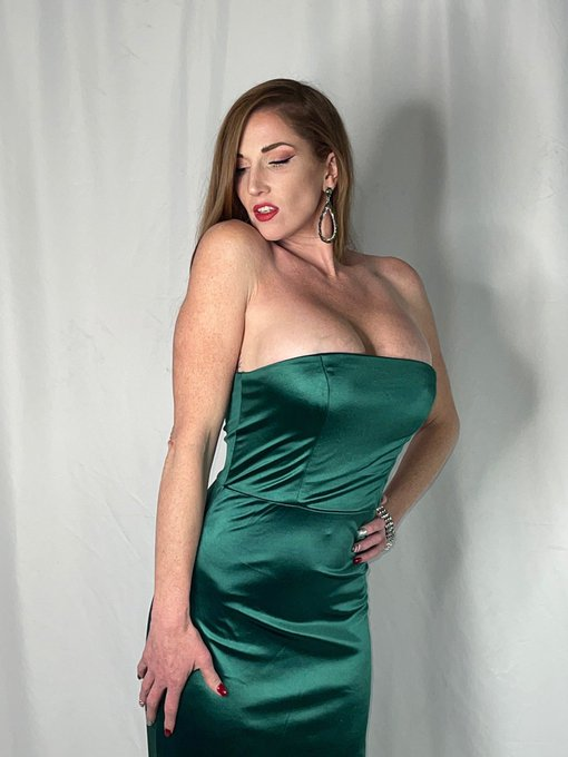 I do raunchy but I am best at elegant! Check me out at https://t.co/gWRcJ17xhm #AdultWork #hotmom #maturefantasy