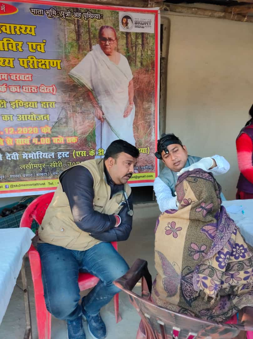 Health camp in tharu villages around dudhwa tiger reserve in the loving memory of My Mother Smt. Shiv Kumari Devi of Manhan #shivkumaridevimemorialtrust #tharuvillage #dudhwatigerreserve #dudhwalive #HealthCamp @DmKheri  @MoHFW_INDIA