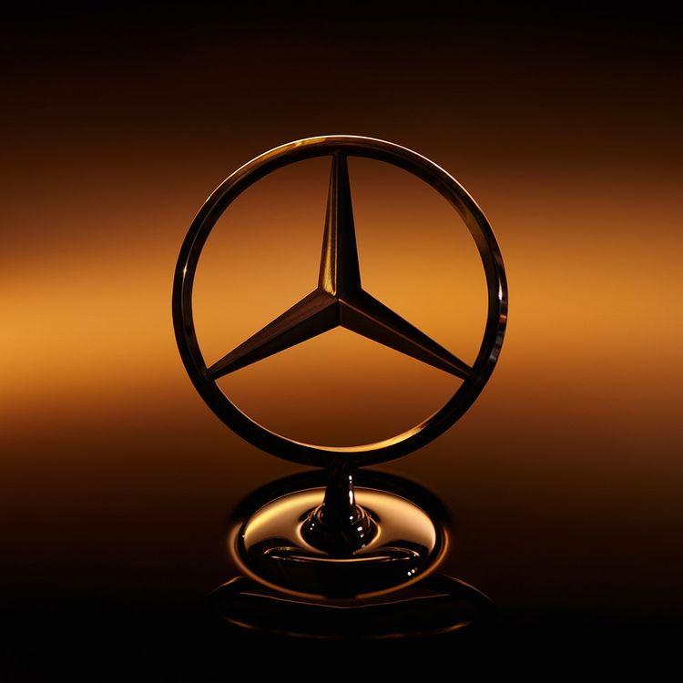 تؤمن مرسيدس بأن السيارة المميزة تستحق صورة ذهبية مميزة. انطلق بكل فخامة مع مرسيدس-بنز الفئة S الجديدة.   اعرف أكثر عن هذه السيارة الرائدة عبر زيارة موقعنا الإلكتروني:   #MercedesBenzME #Mercedes #TheNewSClass #SClass #مرسيدس