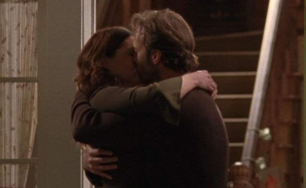 #laurengraham #seangunn #gilmorethemerrier  1- Raincoats and Recipes S4, ep22 Luke and Lorelai are unofficially a couple. Also Luke can Waltz.