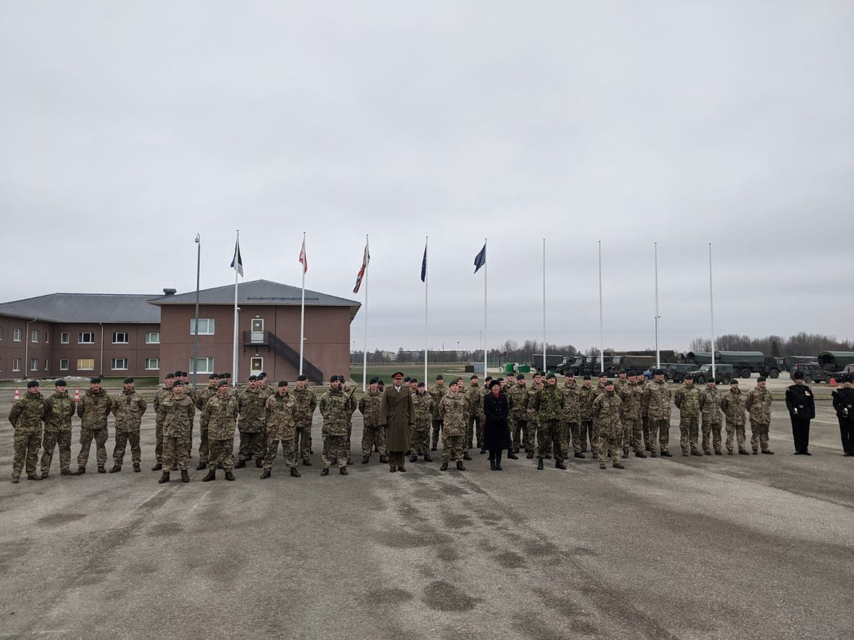 @OC_5AES A massive congratulations to Spr N and Spr S on their completion of the eFP BG cadre. The arduous course finished with a parade and a formal dinner. Incredible effort by all! #ArmouredSappers #NilDesperandum #LiveMoveFight.