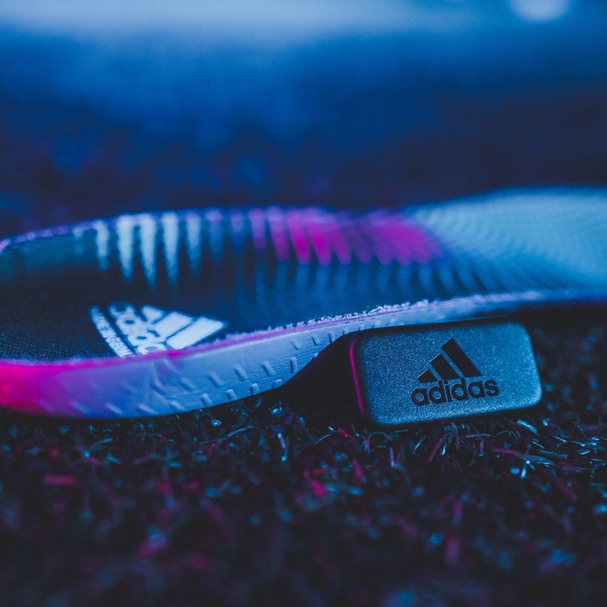 ¿Tienes dotes para el fútbol y quieres analizar tus movimientos? El Tag #adidasGMR se inserta en la plantilla de tus botas para medir la potencia de tus disparos, la distancia recorrida, tu velocidad y el número de pases realizados.  Conoce más en .