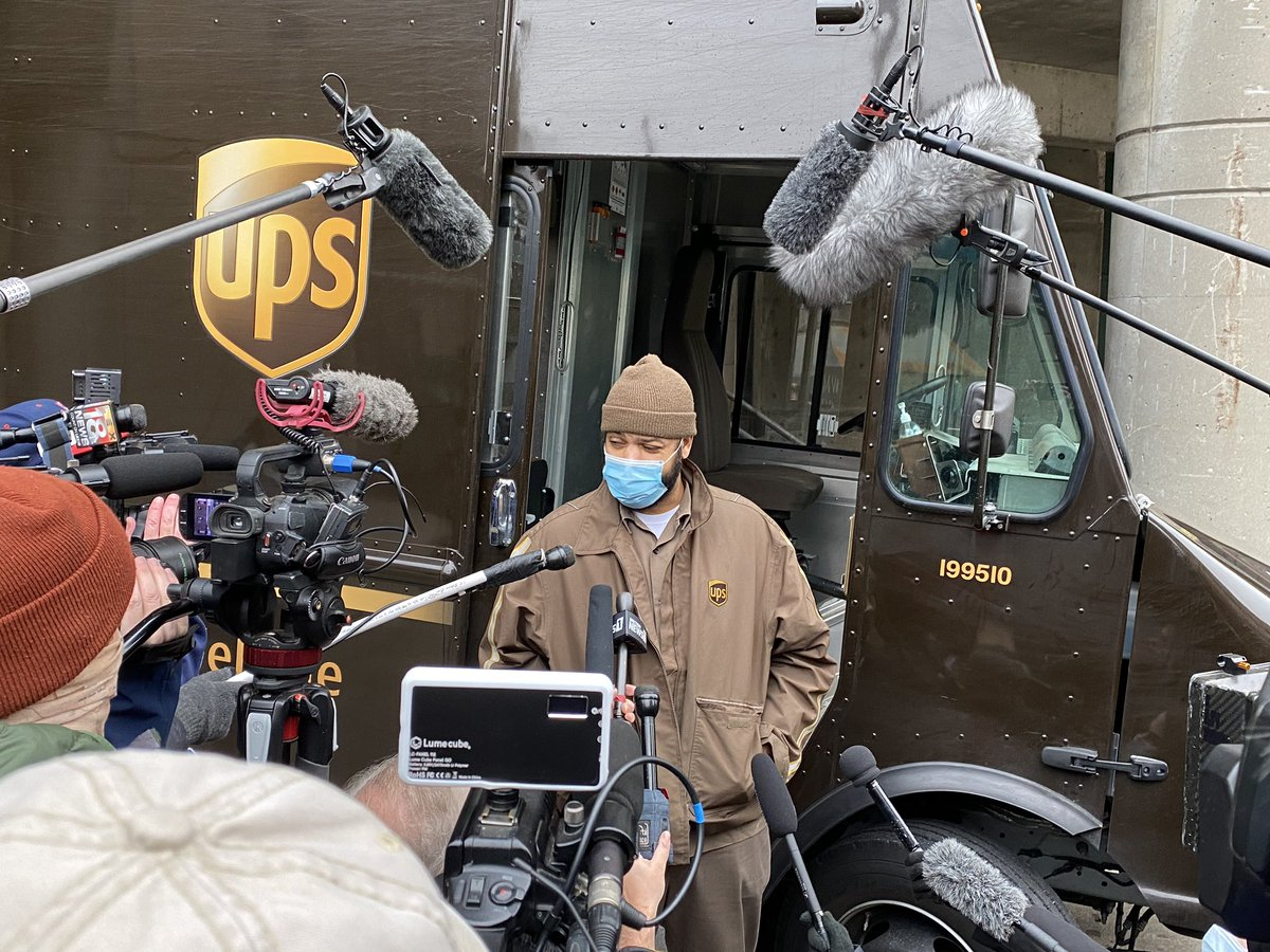 "Deni Kamper on Twitter: ""The @UPS truck carrying the COVID-19 vaccine  arrived at UofL Hospital. @WLKY… """