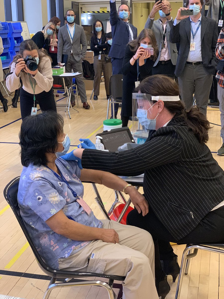 """The """"shot"""" 💉heard around the world. Canada's 1st dose of Covid 19 vaccine delivered @UHN to Ms Quidangen. The war against covid has the weapon we've been awaiting!Thanks to @fordnation @celliottability @JustinTrudeau @cafreeland @GeneralHillier and so many more."""