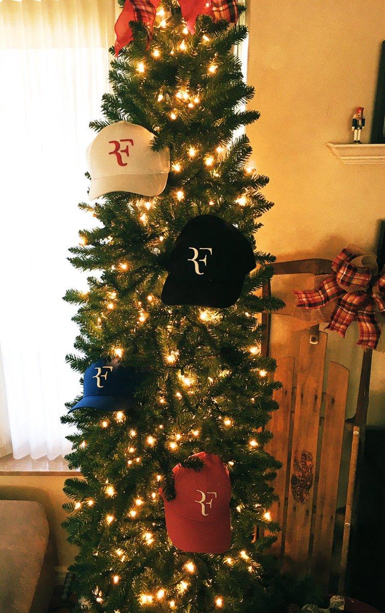 Christmas came early!!! peRFect ❤️🎄🎾 @rogerfederer @UQAmbassadors @UniqloUSA @atptour #RFcapisback