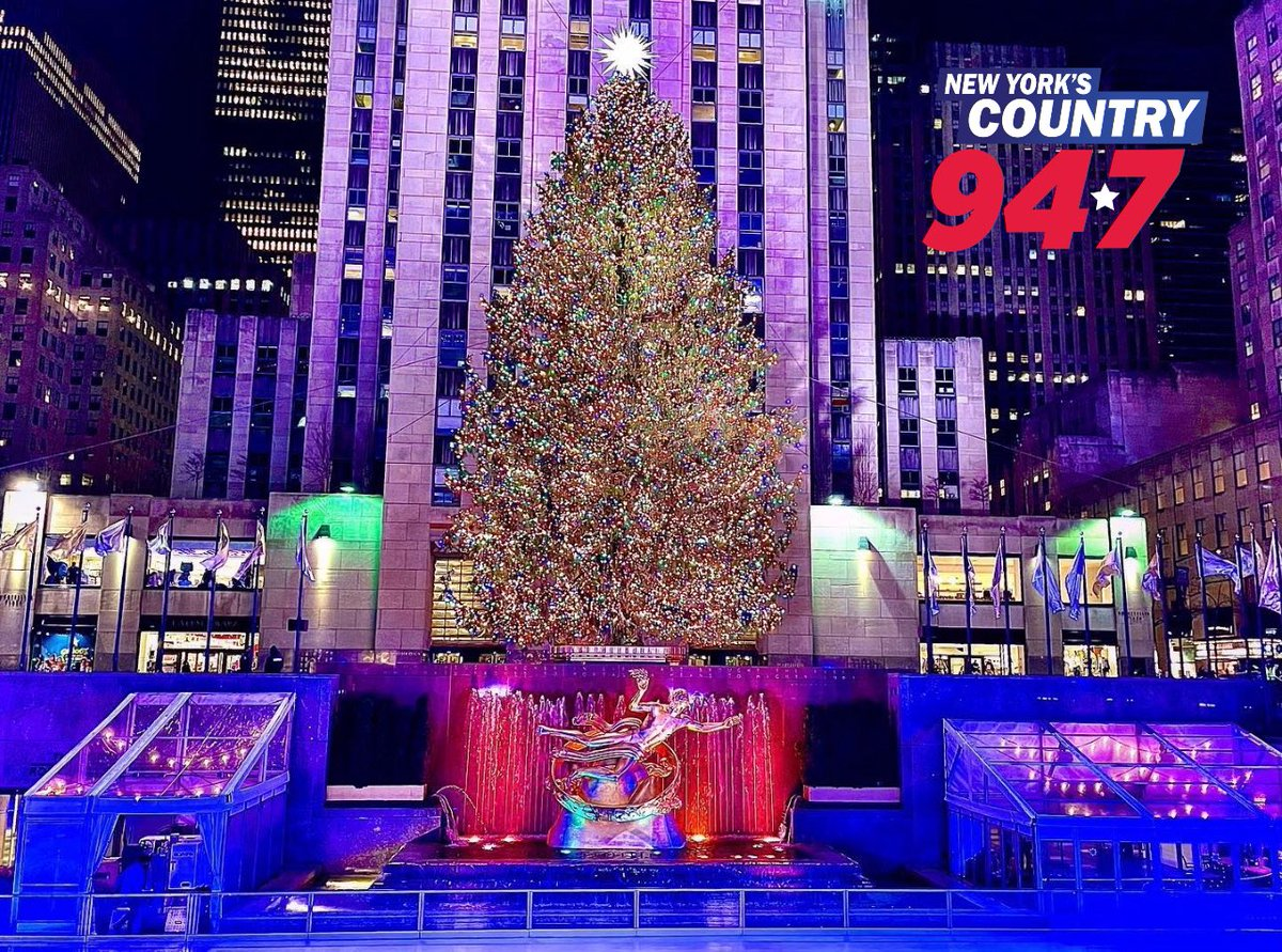 🎄 Even through dark times, #NYC continues to shine bright ✨ #nystrong #tristatestrong #NY #ilny https://t.co/za8vzkpmsC