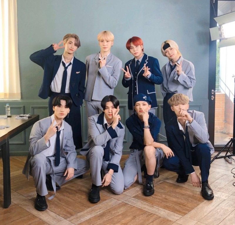 ATINY! Great news! As I got a new job (HAPPY ME) I decided to give away 20 #FEVER_Part_1 albums In case you want to participate there are a few rules: 1. You should participate if you have no album (let's give these to brokentinys please) @ATEEZofficial <3 #ATEEZ <3 #에이티즈  +