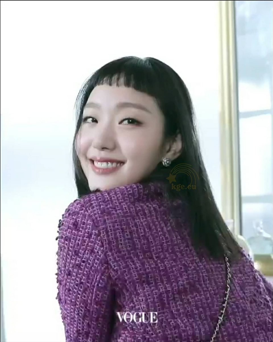 Kim Go Eun dressed in Chanel for the festive season 🌲🎉   @ggonekim @voguekorea @ChanelOfficial  #kimgoeun #김고은 #金高銀 #คิมโกอึน #キムゴウン #CHANELFineJewelry #CHANELWatches #CameliaCollection #COCOCRUSH #J12 #CHANELPremiere #TheKingEternalMonarch #Goblin #untact #arjenia