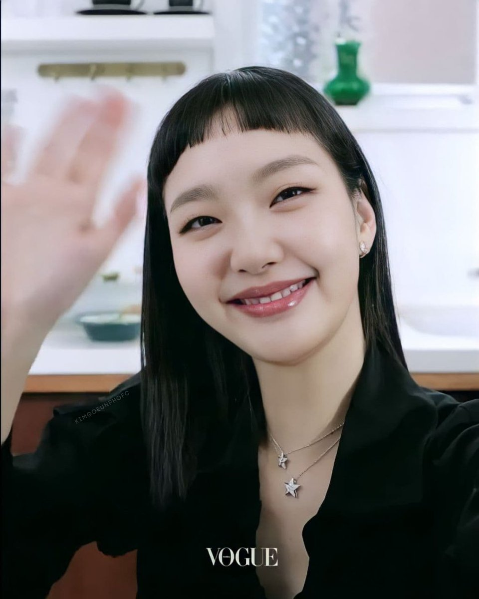 Ggone as your glamorous and sophisticated girlfriend.   #KimGoEun #CHANELFineJewelry #CHANELWatches #CameliaCollection #COCOCRUSH #J12 #CHANELPremiere #CHANELBoyFriend #CHANELComete #샤넬 #샤넬시계 #샤넬반지 #샤넬주얼리