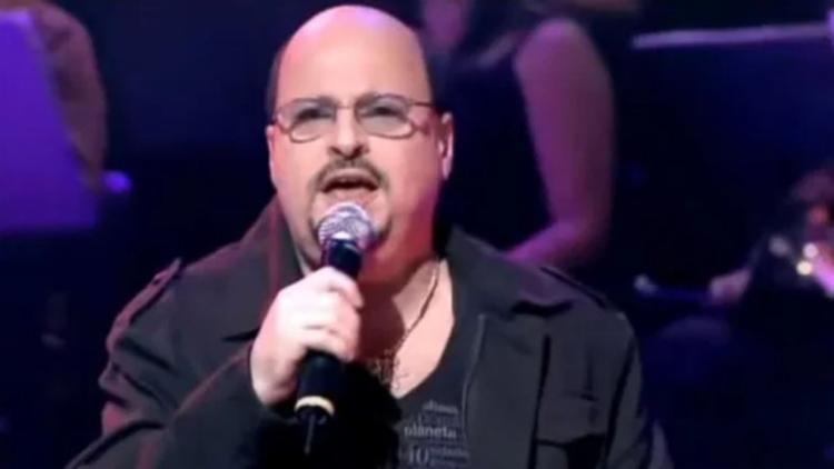 Paulinho, vocalista do Roupa Nova, morre no Rio após contrair Covid-19 https://t.co/rMQTjFGGz3 https://t.co/1Y8SyIi34E