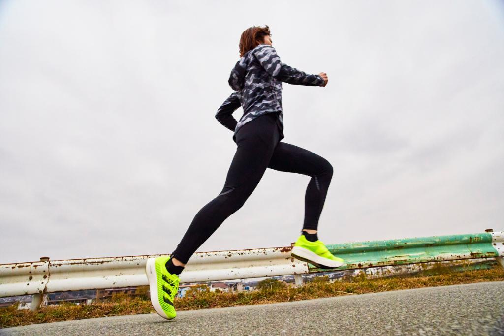 """爆速。5本指カーボン。 """"やるからには、速くなりたい""""  adidas Runners Tokyo のコーチ 森野麻美は、adizero adios Proと共に、自分らしく速さを追求していく。 #adizeroadiospro"""