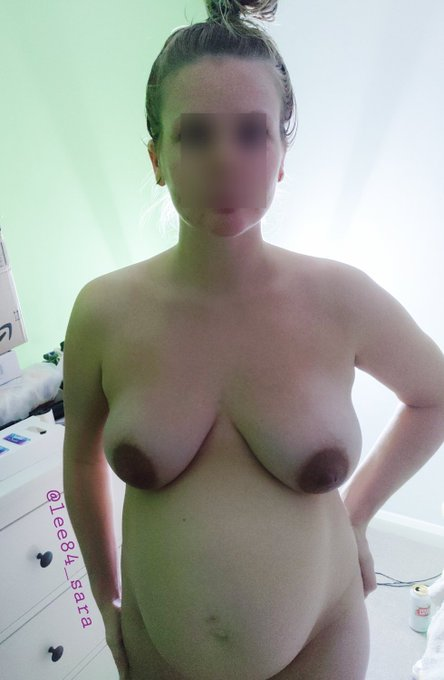 1 pic. 24 weeks #TittyTuesday #britishmilf #30plus @Pregnant_desire https://t.co/wh21hm4F1U