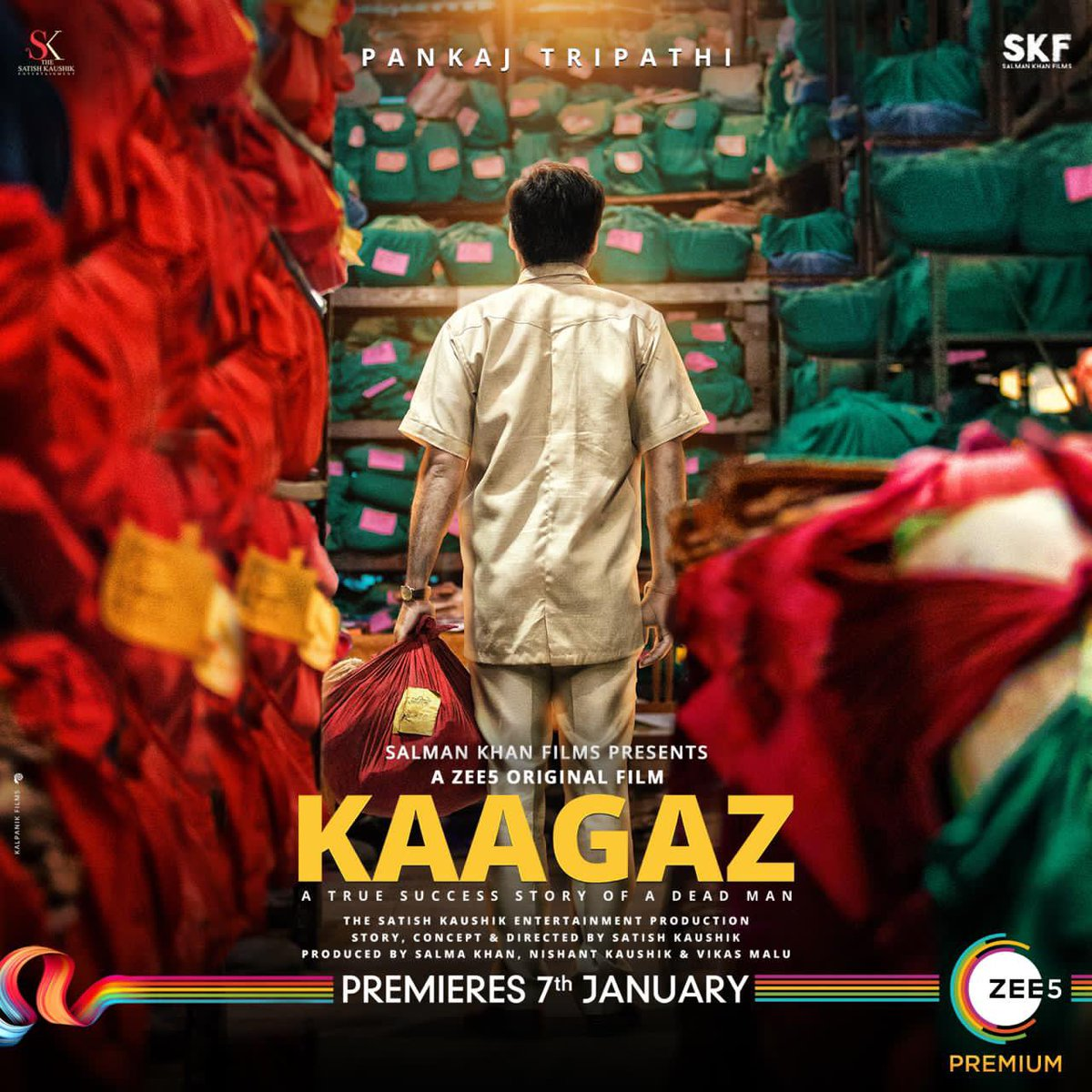 Kaagaz pe Lal Bihari ki kahaani hai badi atyachari. A true story, #Kaagaz premieres 7th January 2021. In select theatres, in UP. #ProofHainKya  @tripathiipankaj @satishkaushik2 @gajjarmonal @theamarupadhay @Nishantkaushikk @ZeeStudios_ @shashankhandelwal02 @anksumads @ZEE5Premium