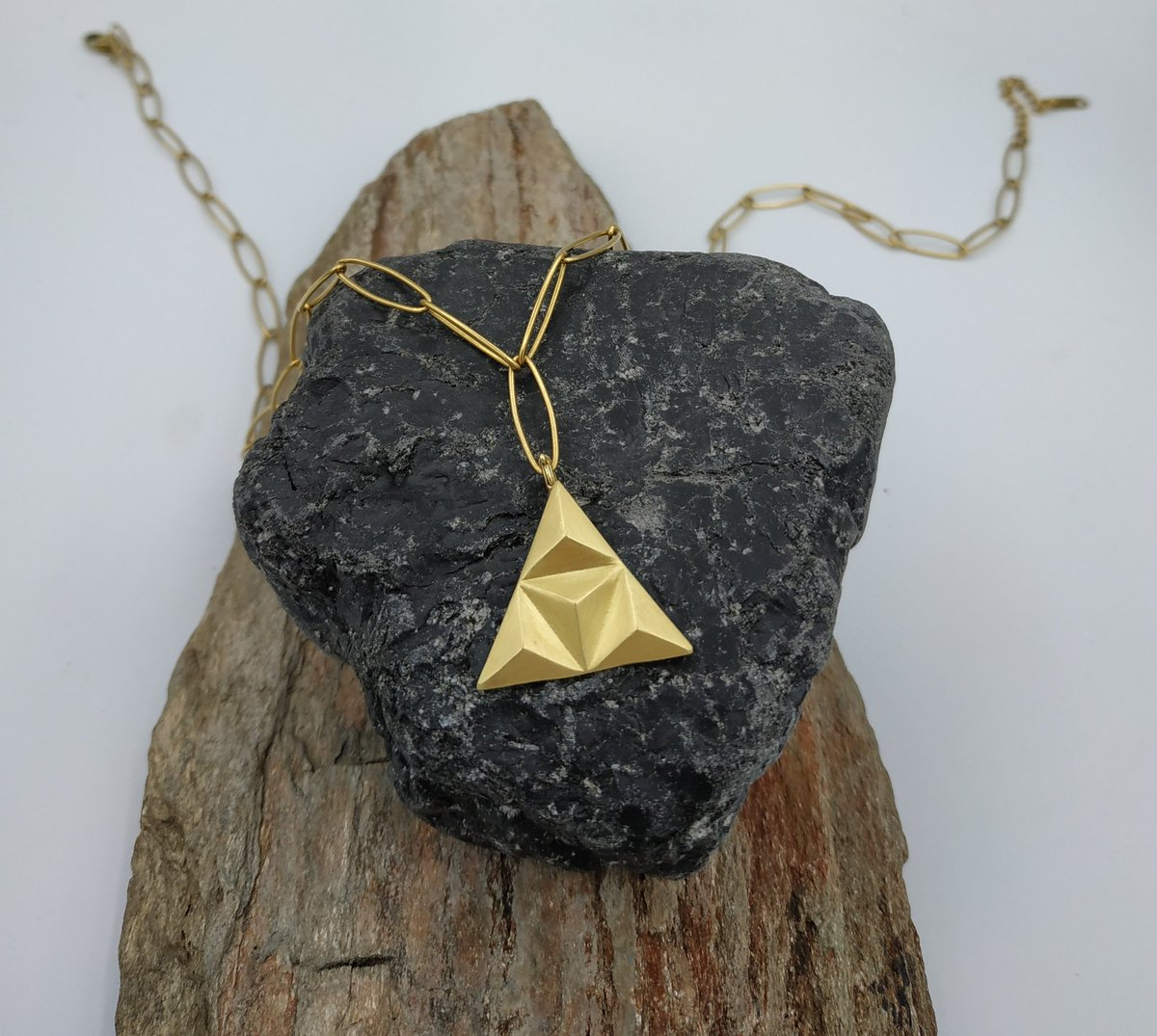 Gold triangle pendant, geometric design necklace #geometricjewelry #fashionjewelry #giftforher #contemporaryart #etsyshop  #trianglependant #goldtriangle https://t.co/jubK1vuzk5