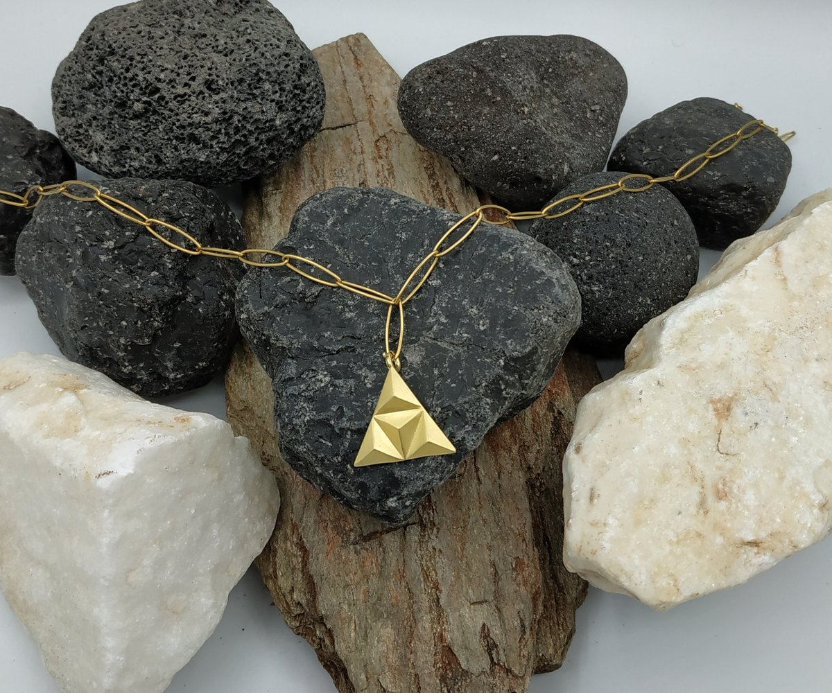 Gold triangle necklace, geomtric design necklace #goldtrianglependant #trianglejewelry #geometricjewelry #fashionjewellery #etsystore  https://t.co/Rrnod18E5D https://t.co/UDPO7xHEkw
