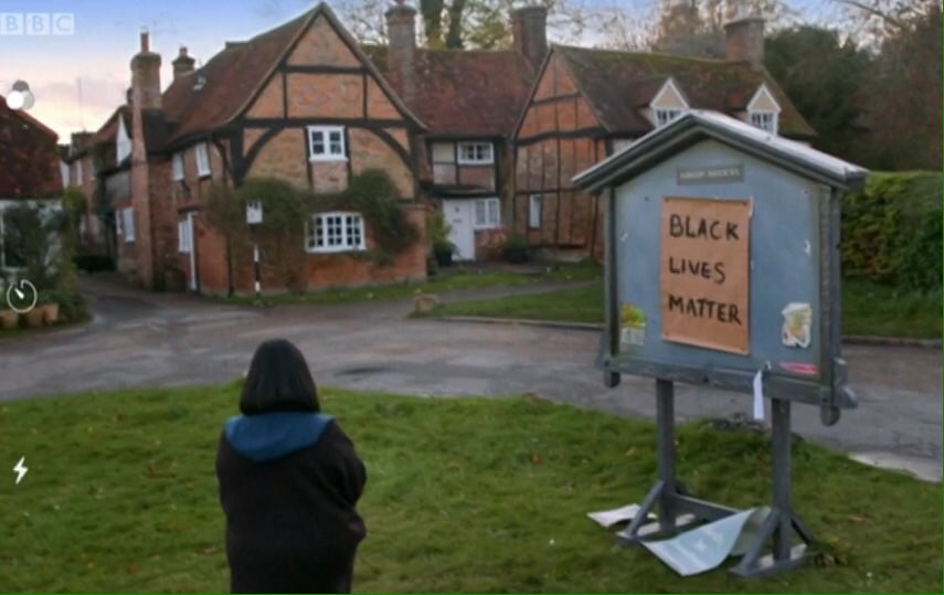 Dear Dawn French, you are so very woke & a hypocrite You claim to know that #AllLivesMatter yet you kneel in homage to Marxist #BlackLivesMatter who do not recognise 1) More Black babies are aborted annually 2) Blacks murder blacks regularly 3) More Blacks live in SINGLE FAMILIES https://t.co/bm24db2DEu