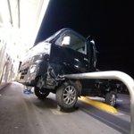 あわや大事故!突っ込んできたトラックをコンビニ前のバーで防止