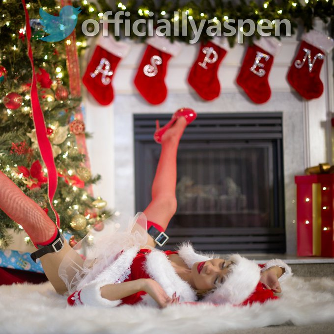 What would you do to find me under your Christmas tree this year?!  Best comment wins... GO! https://t