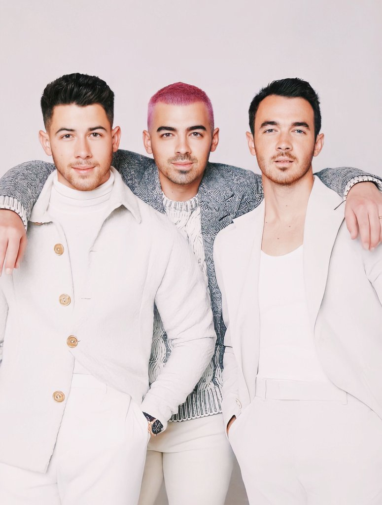 It's 10 days before Christmas! 😱🎄 Love to see the @jonasbrothers' Christmas songs taking off now with #LikeItsChristmas now securing the top spot of their most popular songs on Spotify & #INeedYouChristmas crossing 10M streams 🤩☃️🎅