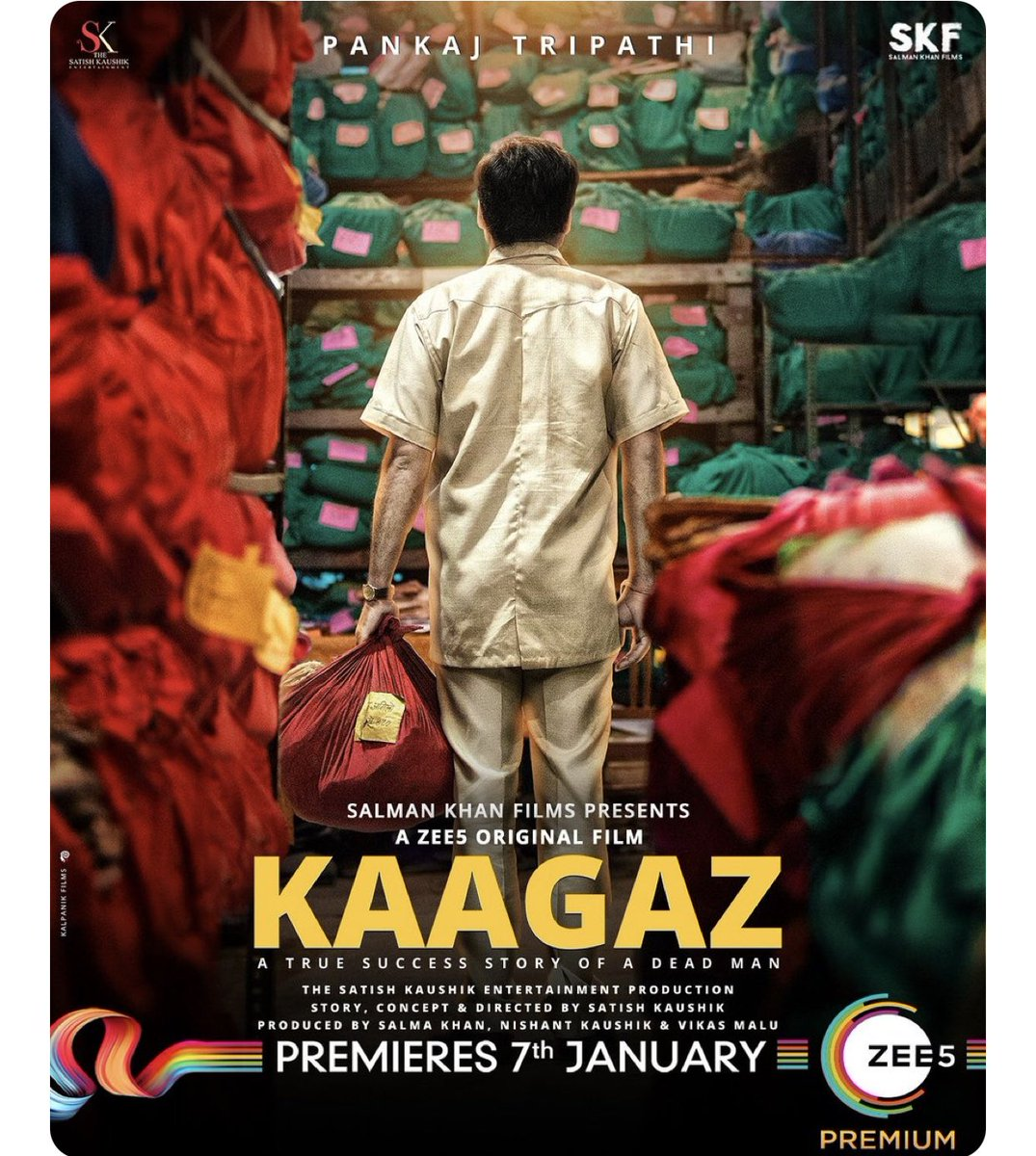 Kaagaz pe Lal Bihari Mritak ki kahaani hai badi atyachari. A true story, #Kaagaz premieres 7th Jan2021. In select theatres, in UP #ProofHainKya @SKFilmsOfficial @satishkaushik2 @ZEE5Premium @TripathiiPankaj @Gajjarmonal  @TheAmarUpadhyay #mitavasisht  @Nishantkaushikk #vikasmalu