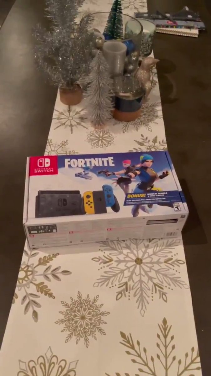 🎄🎁 GIVEAWAY 15 of 25 🎁🎄  Nintendo Switch Fortnite Edition   To enter: - Retweet ♻️ - Follow ✅  Good luck!  🔔 Don't forget to turn on post notifications so you don't miss future giveaways! 🔔