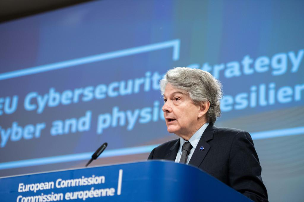 Cyberattacks are part of our reality. Just like we do in the physical world, we need to protect our democratic institutions, our public services, our hospitals, our industry. Presenting today our ambitious and integrated 🇪🇺 #cybersecurity strategy 👇 ec.europa.eu/commission/pre…