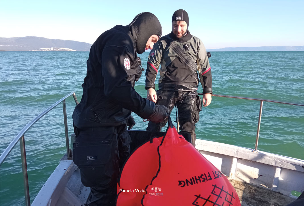 Great job by #GhostDivingAdriatic, again! Four volunteers removed 250 meters of gill nets and 150 meters of longlines so they will no longer pose a threat to marine life in the area surrounding Krnica, #Croatia. @healthyseas_org #ghostgearvictories #ghostfishing #globalmission