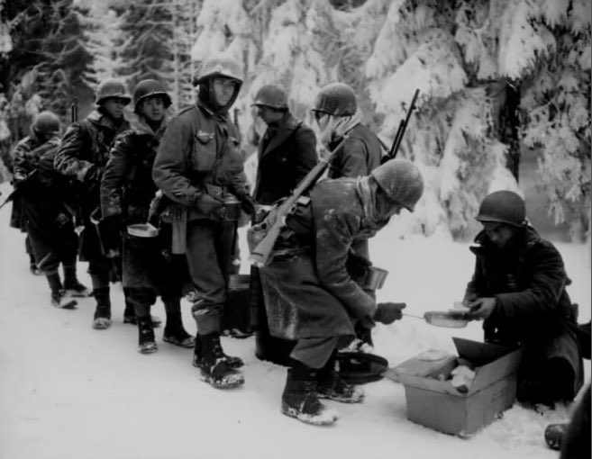American G.I.s wait in line to get their Christmas dinner during the Battle of the Bulge. Dec. 1944. #WWII