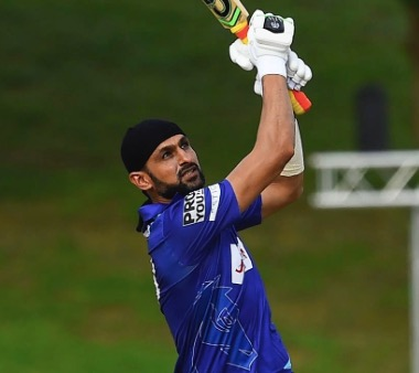 'Player of the Match' Shoaib Malik top-scores, claims 2 crucial wickets and a catch in the final of T20 Lanka Premier League to carry Jaffna Stallions to a title win! @realshoaibmalik @MirzaSania #shoaibmalik