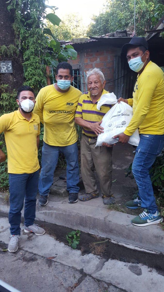 Cada día nos sentimos comprometidos en llevar los paquetes alimentarios a las familias salvadoreñas, desde tempranas horas #AyudaALaPuertaDeTuCasa #TeamMOP @frankcast @ObrasPublicasSV @RomeoHerrera1 @hwareina