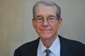 A light illuminating our political discourse & progress for decades has just been forever dimmed.  Don Fowler, former @DNC & @SCDP chair, as well as gentleman, athlete, communicator, scholar, family man, leader & friend to the people has passed away at 85. May God keep his family