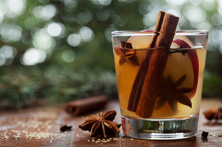 These healthy holiday cocktail recipes deliver all the flavors of the season—and they're packed with nutritious ingredients to boot: