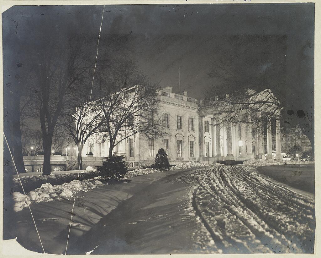 One of the best photographs of White House at night under snow, about 1907:                           #LOC