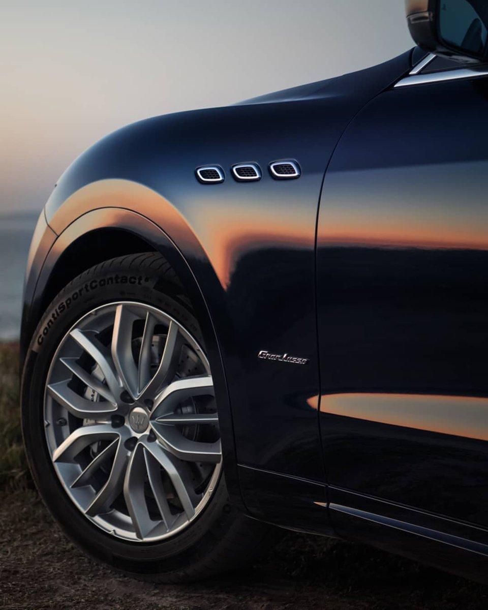 マセラティの伝統であるグランドツアラーの特性を色濃く引き継いだ。ラグジュアリーSUV『レヴァンテ』。快適性、利便性、そしてパフォーマンス。これらすべてにおいて、あなたに特別な体験をもたらしてくれます。  レヴァンテの詳細はこちら: https://t.co/FRikEio4x6 #マセラティ #MaseratiJapan https://t.co/cwA5O2SBxm