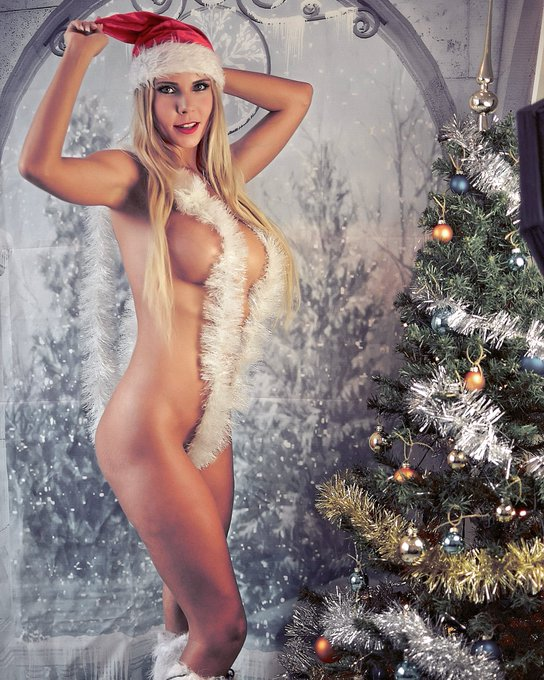 1 pic. Merry christmas 💗💗💗 #MerryChristmas #Christmas2020 https://t.co/IGqfxpiClX