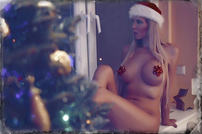 2 pic. Merry christmas 💗💗💗 #MerryChristmas #Christmas2020 https://t.co/IGqfxpiClX