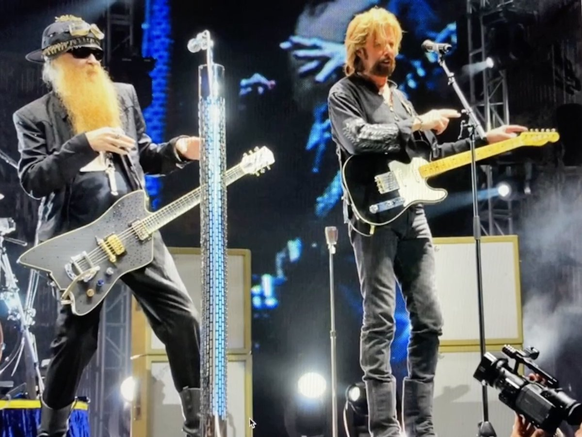 LOOK AT US !!! 2009 July 19 Phoenix Arizona. 112 degrees on stage. Happy Birthday @BillyFGibbons