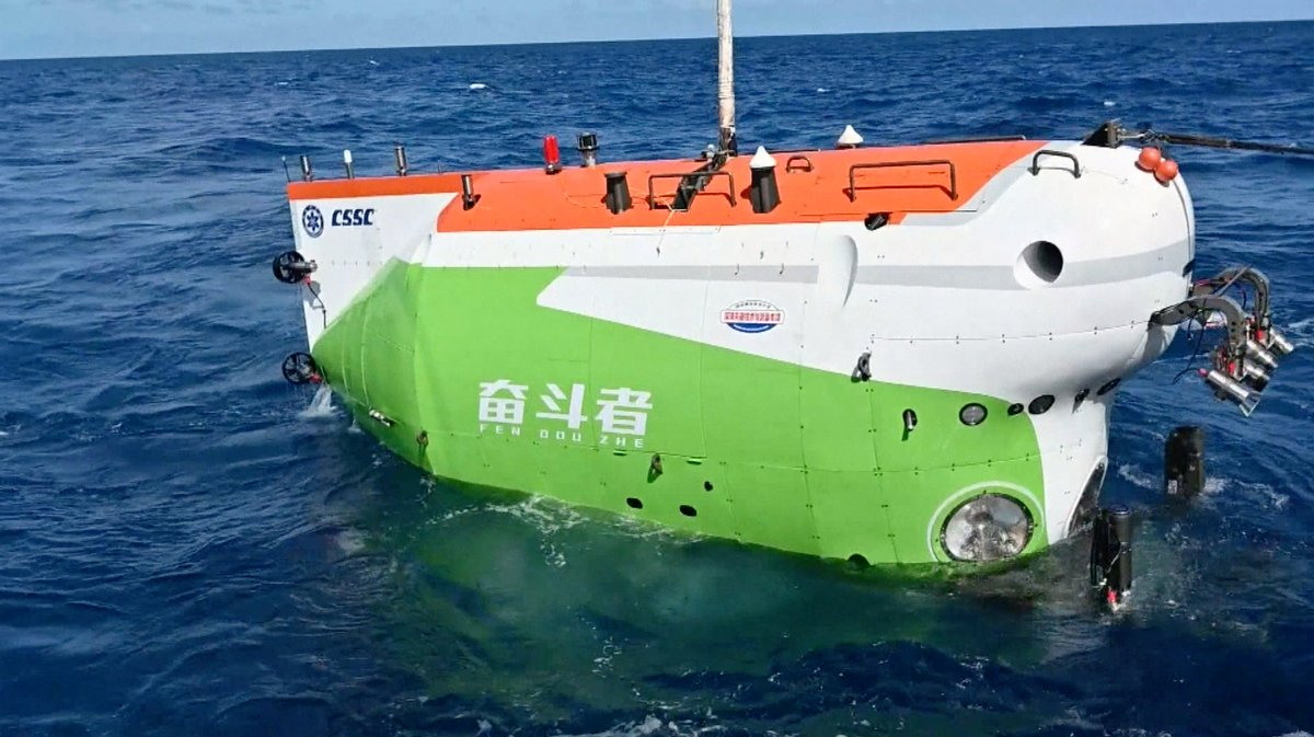 """The core parts of #China's new deep-sea manned submersible #Fendouzhe, or """"Striver"""", have successfully undergone non-destructive testing (NDT) following its dives to the bottom of the Mariana Trench."""