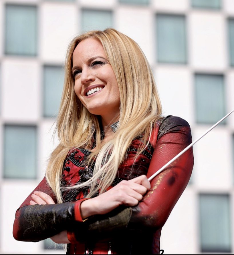 Enjoying my chat with conductor, composer @eimearnoone ahead of her #PureImagination performance with @RTE_NSO and broadcast on Aedín Gormley's @lyricmoviemusic and streamed on  at 1pm 26 Dec @rte