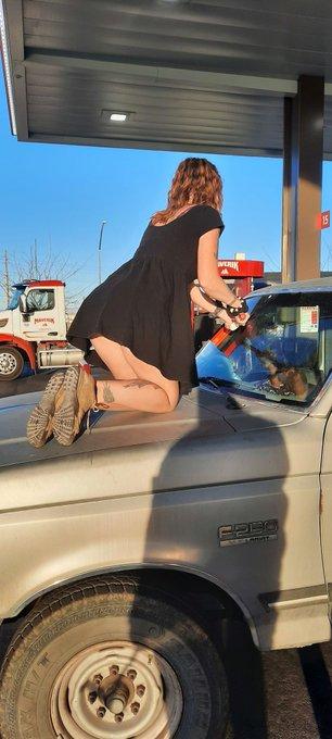 Too short to wash my windshield... had to climb on the hood 🤣 @bunnynetwork @NevadaEscorts #short #shortskirt