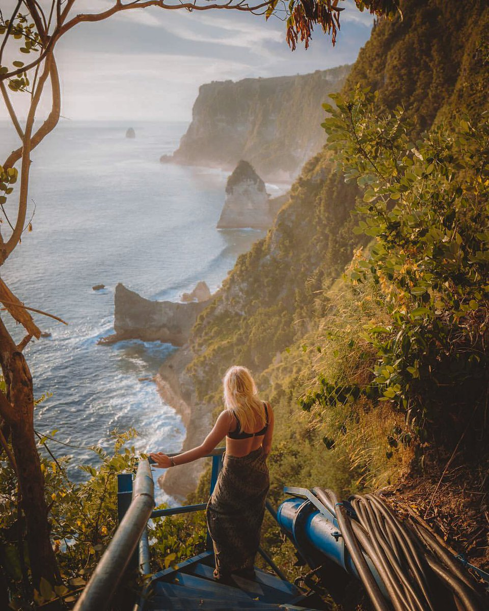 A #TravelInspiration for your next visit to a wonderful photo spot near Peguyangan Waterfall in Nusa Penida. —— Reserve your festive stay in Bali's Finest Address by email Bali.Reservation@stregis.com. —— Captured by kylekotajarvi #StRegisBali #LiveExquisite #StRegis https://t.co/psC0QH4AU4