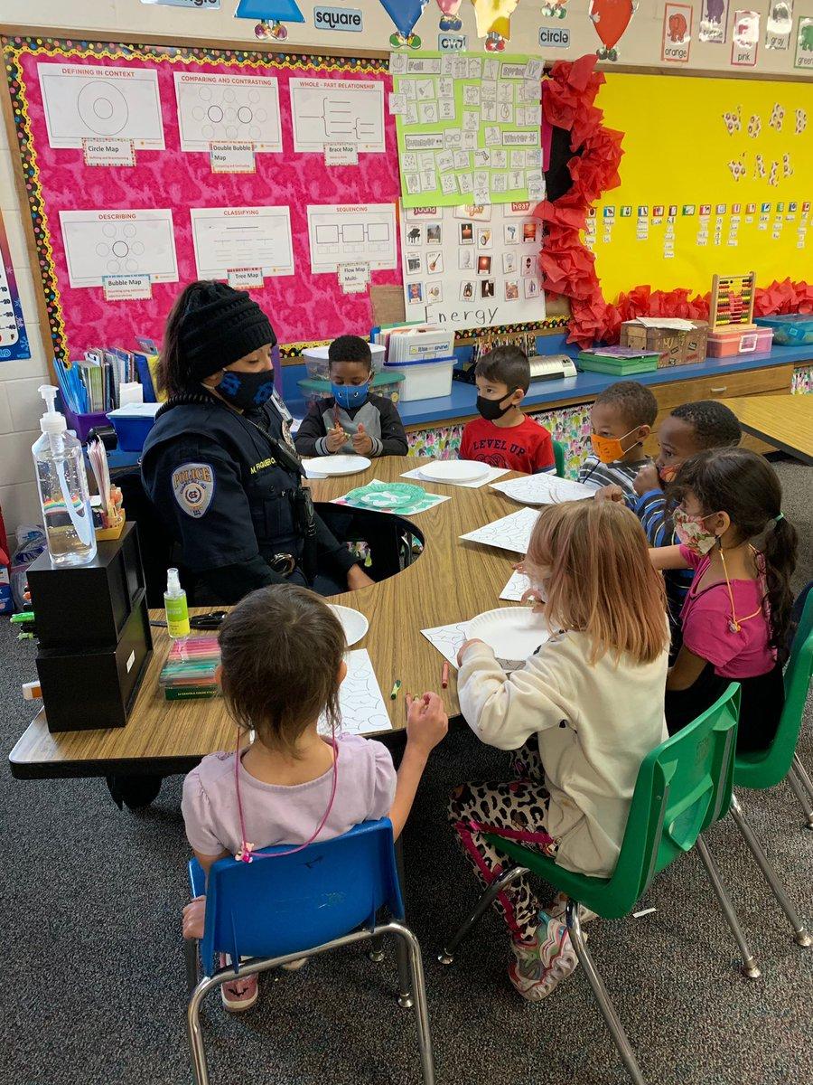 Officer Figueroa helping make wreaths with Mrs. Bates Kindergarten class @jackson_chisd