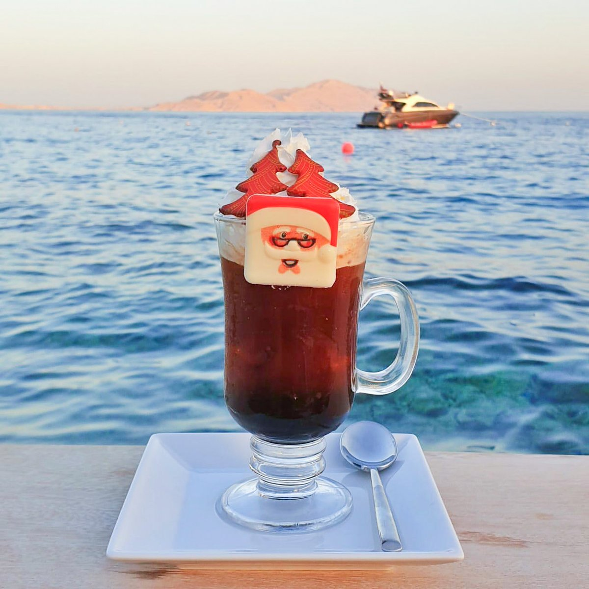 Mischievous mixologists at @FSSharmElSheikh bring the #FSHoliday spirit to life with world-class cocktails at Citadel and Nafoura Lounges. #FSSharmElSheikh #FourSeasons https://t.co/BXdcCEnPNt